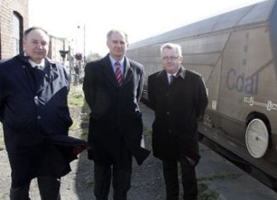 Dennis Fancett presents scheme to Secretary of State Geoff Hoon at Woodhorn, March 2009.  Photo acknowledgement: The Journal